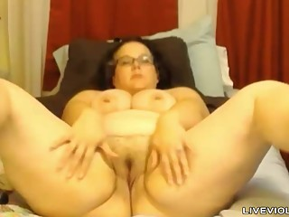 Sophisticated BBW Jessica penetrates her..