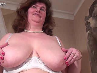 Mature BBW MOM with unshaved..
