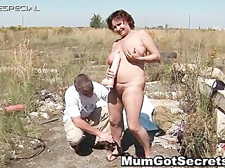 Horny mom gets her hairy muf..